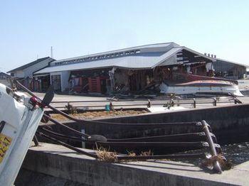津波が直撃した道の駅よつくら港2.jpeg